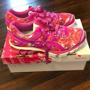 Women's ASICS running shoe size 8. Never worn!